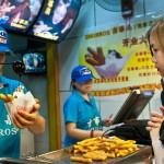 """Els ulls queden totalment col·lapsats amb la presència de parades de """"Churros"""" a Beijing."""
