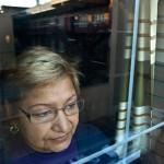 Mariza, es troba sense feina als seus 60 anys. La crisis no li permet trobar una feina digne que li permeti la jubilació d'una  manera decent.